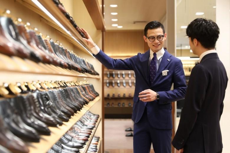 好適な靴を探す「シューカウンセラー」が最良のフィッティングまでお手伝い