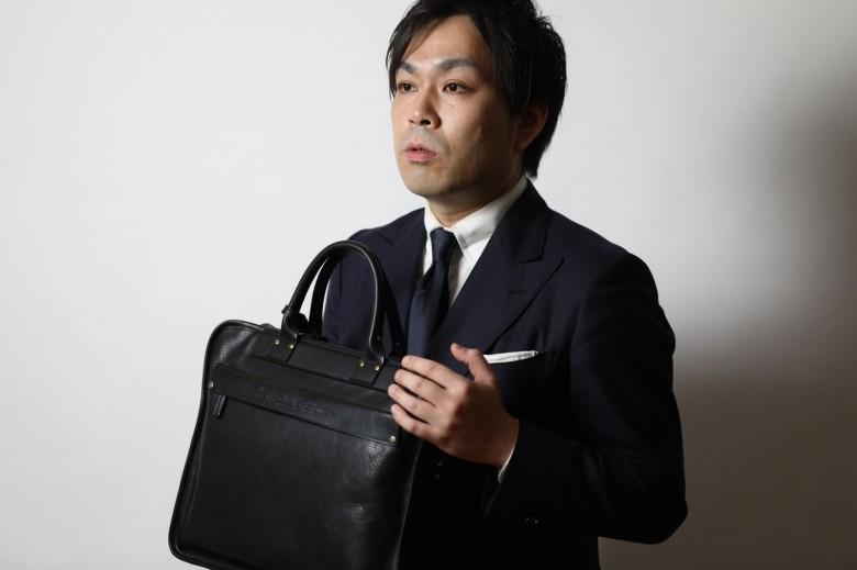 皮革のプロに聞いた、長く使うための鞄(レザーバッグ)のお手入れ。