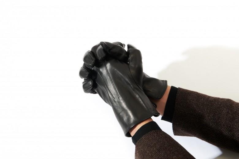 デリケートな「手袋」の正しいつけ方・外し方、日々のケア方法