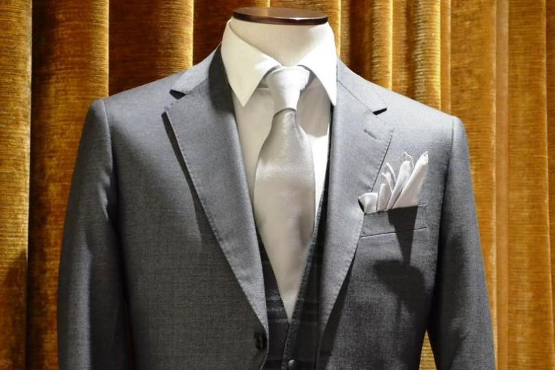 結婚式 スーツ グレー ゲスト